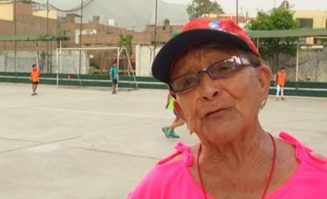 Тя е на 92 г. и е най-възрастният треньор по футбол