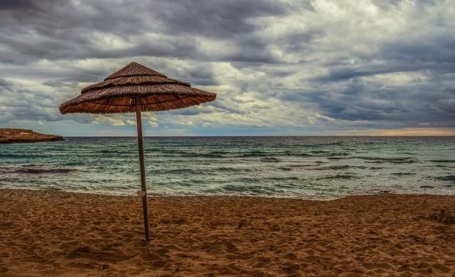 Цените на чадъри и шезлонги на плажове по Южното Черноморие