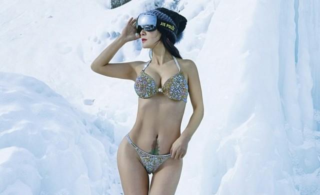 50-годишна китайка се снима по бикини на минус 40 градуса в Сибир