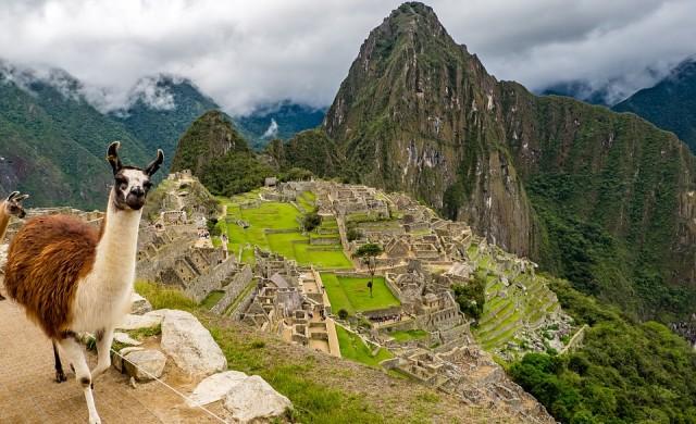 Мачу Пикчу все още се бори с туристите, дошли за голи снимки