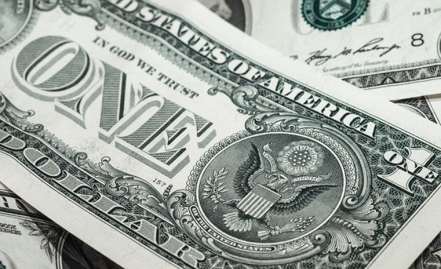 Доларът поевтинява след срещата на Федералния резерв