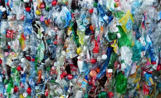 Британците ще получават пари за върнати пластмасови бутилки