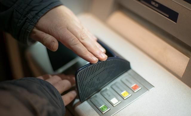 Колко пари теглим дневно от банкоматите в страната?