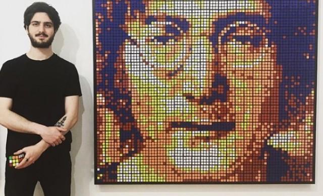 Той прави портрети от кубчета Рубик, продавани за хиляди долари
