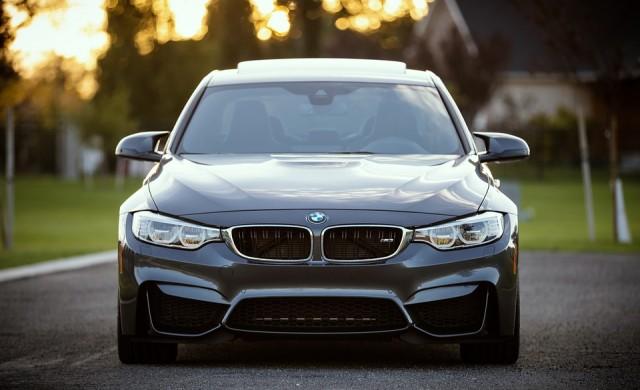 BMW очаква спад в печалбата от 10%, готви съкращения на разходите