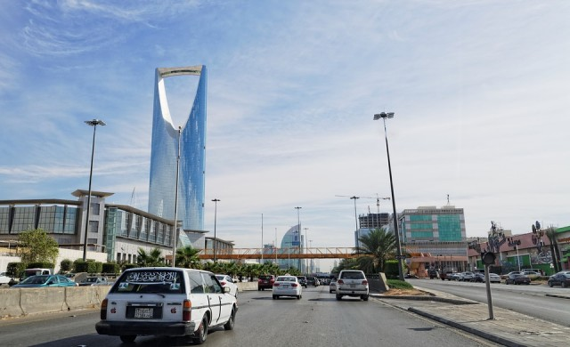 Саудитска Арабия налива 23 млрд. долара в столицата си Рияд