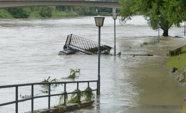 Наводнения с жертви в САЩ, прогнозират нови валежи