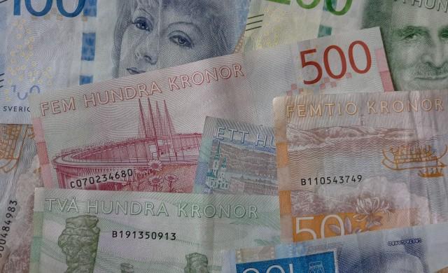 Шведските банки ще плащат в брой по принуда