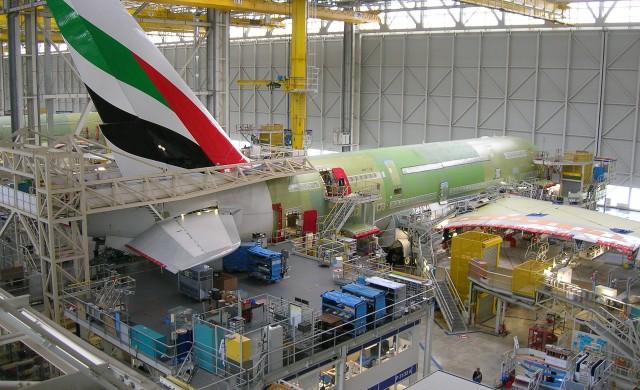 Нов удар за Boeing. Китай купува 300 самолета от Airbus