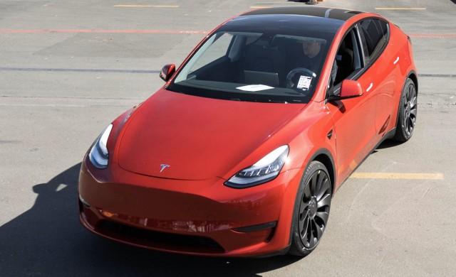 Колко електромобили пусна Tesla за 12 години?