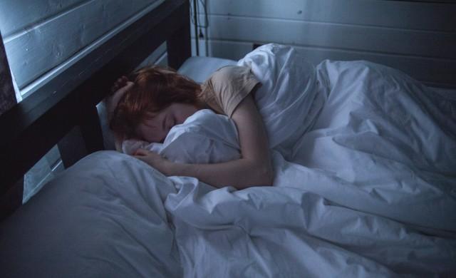 Каква е връзката между коронавируса и съня