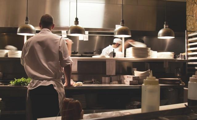 Прогноза: 200 000 безработни от ресторанти и хотели до дни