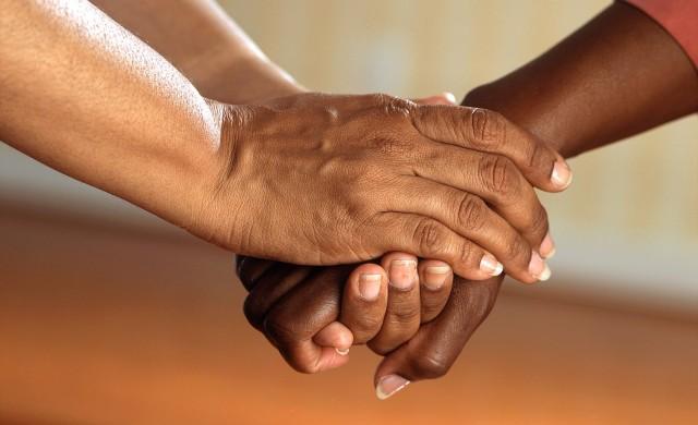 Заразяват ли се чернокожите хора с коронавируса?