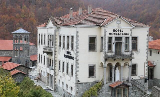 Гърция затваря всичките си хотели