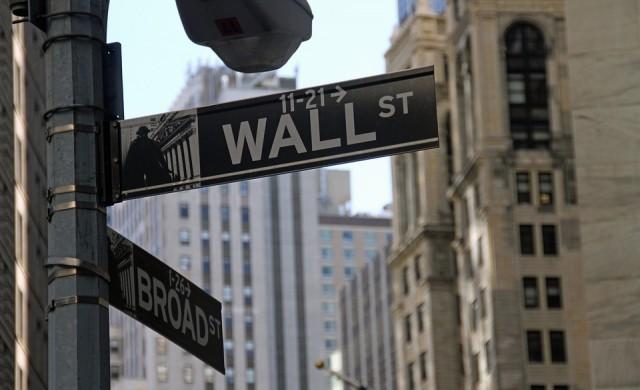 Историческият ход на Фед не спря разпродажбите на Уолстрийт