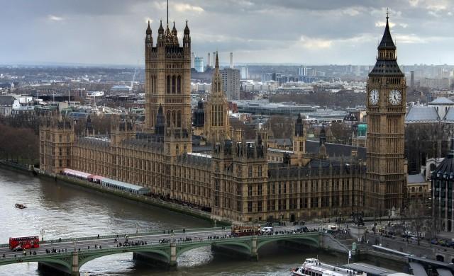 Британският парламент спира работа заради пандемията