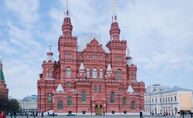 Общо 112 хил. души в Русия са под наблюдение заради COVID-19