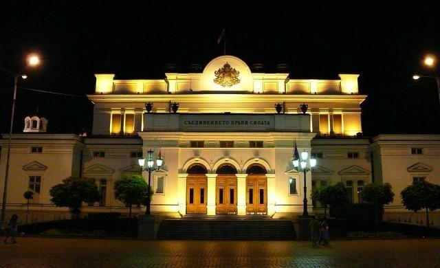 Народното събрание ще обсъжда само извънредната ситуация