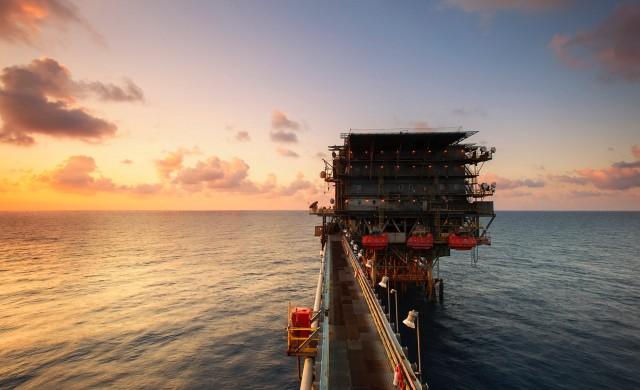 Петролът е на път да запише най-лошото си тримесечие в историята