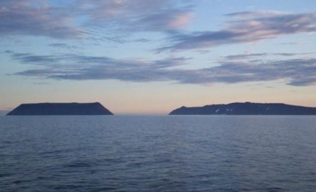 Островите, разделени от 5 километра и 21 часа