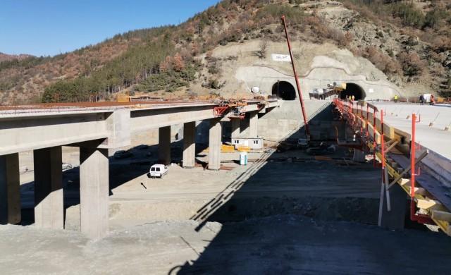 През септември ще бъде пуснато движението в тунел Железница