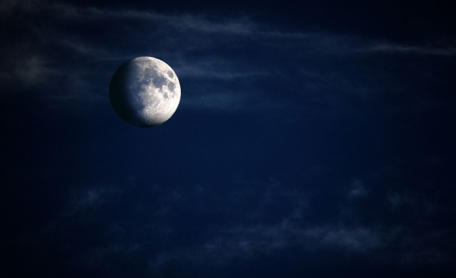 Милиардер търси осем души за безплатно пътешествие до Луната
