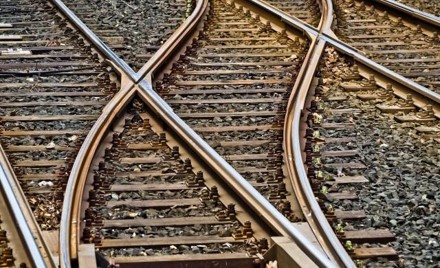 Влак ще свързва железопътната гара и летището в Бургас