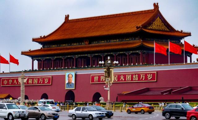 Китай затяга хватката около технологичните гиганти