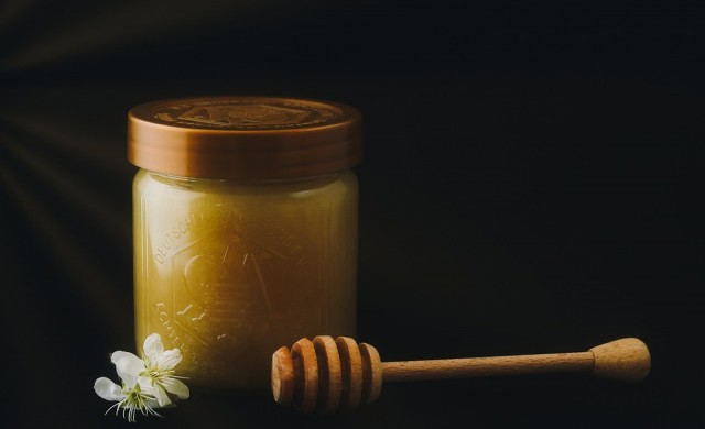 Да произвеждаш мед без пчели и мляко без крави