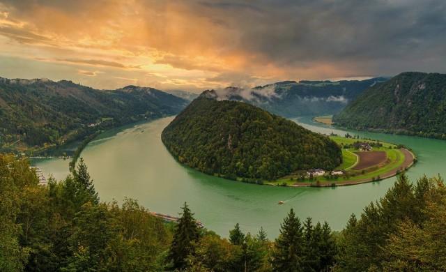 Коя е реката, преминаваща през най-много държави?
