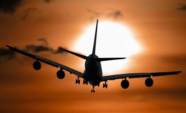 Пореден опит на пътник да отвори аварийния изход на самолет във въздуха
