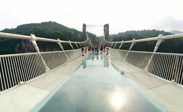 Пет от най-страшните стъклени мостове в Китай