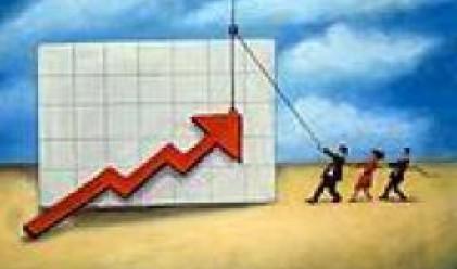 Индийската валута поскъпва до близо осемгодишен максимум спрямо долара