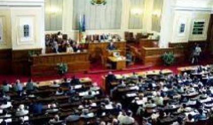 Депутати започват лятната си сесия със скандал