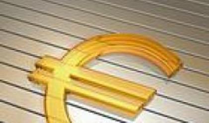 Еврото не успя да преодолее рекорда си спрямо долара и се понижи под 1.36 долара