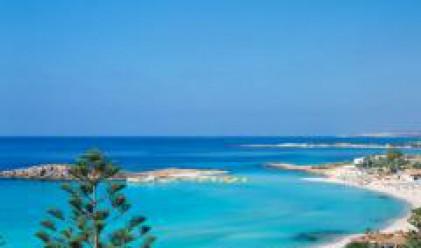 Още гори край морето стават курорти