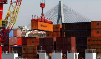 Търговският дефицит на САЩ изненадващо се повишава през февруари