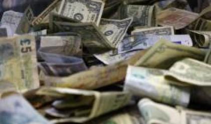 Задържаха финансови измамници с 200 хил. долара