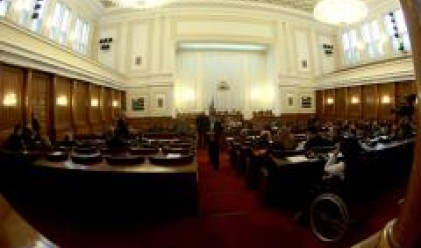 """Опозицията: Промените целят правителството да се """"дотътри"""" до края на мандата"""