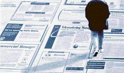 Безработицата намалява през март
