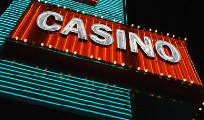 Петима ограбиха казино във Франция