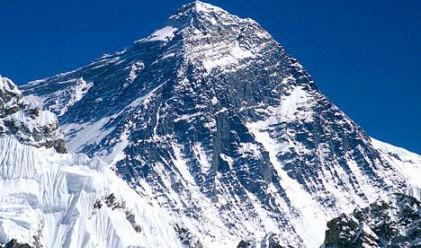 Китай и Непал: Еверест е точно 8848 м