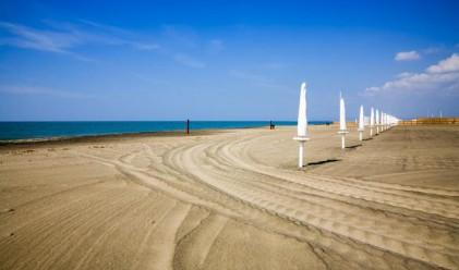 Посрещаме летния сезон с порутен бряг и свлачища
