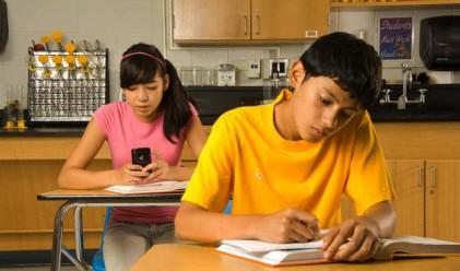Една трета от тийнейджърите в САЩ пишат по 100 SMS-a дневно