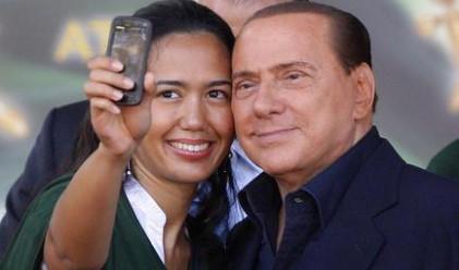 Гърли на Берлускони направиха хит за секс-ритуал