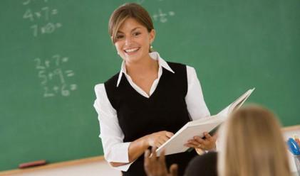 Колко печелят учителите по света?