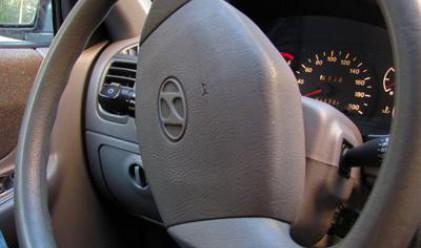 С какво е покрит воланът на колата ви?