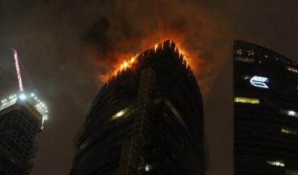 Огромен пожар избухна в небостъргач в Москва