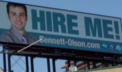 Американец си търси работа чрез билборд
