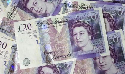 Доларът поевтинява, паундът с четиригодишен връх